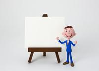 イーゼルのホワイトボードとビジネスマン 22748000827| 写真素材・ストックフォト・画像・イラスト素材|アマナイメージズ