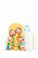 開いたドアと家族と犬 22748000939| 写真素材・ストックフォト・画像・イラスト素材|アマナイメージズ