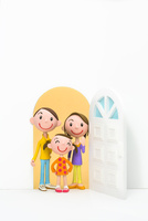 開いたドアと家族