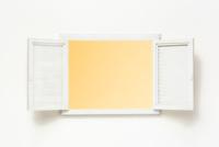 開いた窓 22748000943| 写真素材・ストックフォト・画像・イラスト素材|アマナイメージズ