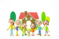 家族と犬と家 22748000963| 写真素材・ストックフォト・画像・イラスト素材|アマナイメージズ