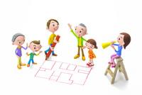 間取り図を描く男性と家族