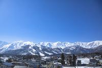 飛行機雲と白馬八方尾根スキー場全景