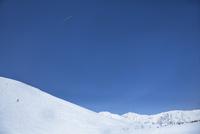 飛行機雲とスキー場