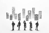紙のビジネスマンとビル群 22748001101| 写真素材・ストックフォト・画像・イラスト素材|アマナイメージズ