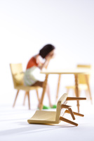DVに悩む女性 22748001115| 写真素材・ストックフォト・画像・イラスト素材|アマナイメージズ