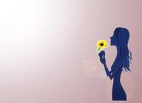 ひまわりを持つ女性 22748001123| 写真素材・ストックフォト・画像・イラスト素材|アマナイメージズ