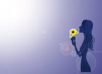ひまわりを持つ女性 22748001127| 写真素材・ストックフォト・画像・イラスト素材|アマナイメージズ