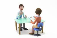 カウンセリングを受ける男性,女性カウンセラー 22748001166| 写真素材・ストックフォト・画像・イラスト素材|アマナイメージズ