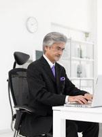 ビジネスマンとパソコン
