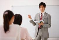 教える塾の先生と生徒