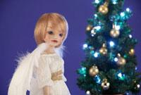 クリスマスツリーと天使の人形 22933002992| 写真素材・ストックフォト・画像・イラスト素材|アマナイメージズ