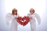 ハートのバラと天使の人形