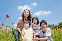 花畑前の家族