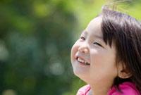 笑顔の女の子の横顔