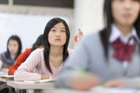 ゼミナールで授業を受ける女子生徒
