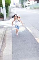 ランドセルを背負った女の子