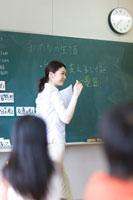 小学校の授業風景 22964003309  写真素材・ストックフォト・画像・イラスト素材 アマナイメージズ
