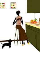 キッチンでリンゴをむく女性