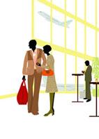空港にいる旅行中のシニア夫婦