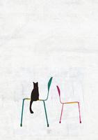 2脚の椅子と一匹の猫
