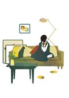ソファに座る猫と女性