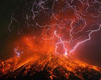 火山雷を伴う桜島南岳の爆発的噴火