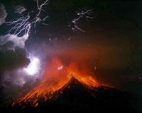火山雷を伴う桜島南岳の噴火と火砕流