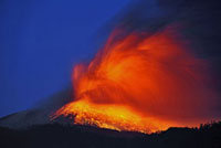 新燃岳の噴火と火山雷 22995000292| 写真素材・ストックフォト・画像・イラスト素材|アマナイメージズ