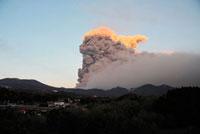 新燃岳の噴火 22995000301| 写真素材・ストックフォト・画像・イラスト素材|アマナイメージズ