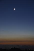 夕空のパンスターズ彗星 22995000348| 写真素材・ストックフォト・画像・イラスト素材|アマナイメージズ