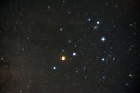 さそり座頭部に輝く1等星アンタレス