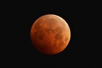 皆既月食(皆既中の月) 22995000567| 写真素材・ストックフォト・画像・イラスト素材|アマナイメージズ