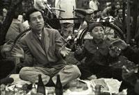 東京 上野 花見を楽しむ親子 昭和35年