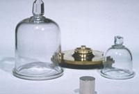 キログラム原器(模型) 23018002133| 写真素材・ストックフォト・画像・イラスト素材|アマナイメージズ