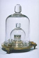 キログラム原器(模型) 23018002134| 写真素材・ストックフォト・画像・イラスト素材|アマナイメージズ