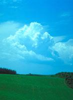 積雲(入道雲) 23018002753| 写真素材・ストックフォト・画像・イラスト素材|アマナイメージズ