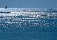 波の光 23018002862| 写真素材・ストックフォト・画像・イラスト素材|アマナイメージズ