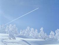 飛行機雲 23018003008| 写真素材・ストックフォト・画像・イラスト素材|アマナイメージズ