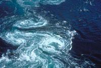 鳴門のうず潮(かるまん渦) 23018003077| 写真素材・ストックフォト・画像・イラスト素材|アマナイメージズ