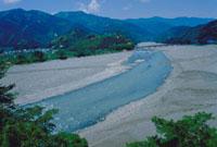 大井川中流 23018003091| 写真素材・ストックフォト・画像・イラスト素材|アマナイメージズ