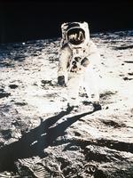 月面上のオルドリン宇宙飛行士(アポロ11号)