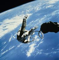 宇宙遊泳 23018048881| 写真素材・ストックフォト・画像・イラスト素材|アマナイメージズ