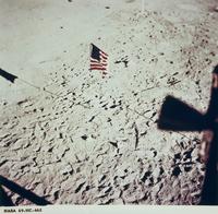 月面に立てた星条旗