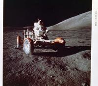 月面車上のサーナン