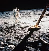 月着陸船近くのオルドリン宇宙飛行士(アポロ11号)