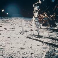 太陽風測定装置とオルドリン宇宙飛行士(アポロ11号)
