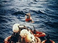 太平洋に帰還着水