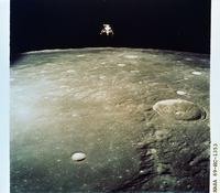 月面と月着陸船イントレピッド(アポロ12号)