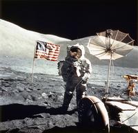 月面上の宇宙飛行士